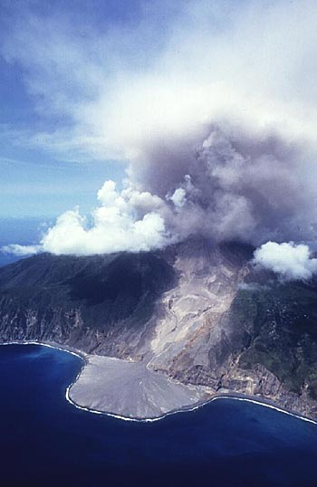Pyroclastic flows from the Soufriere Hills volcano on Montserrat how formed a new delta in the sea
